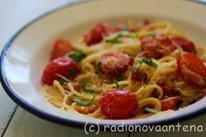 esparguete_com_tomate_cereja_e_barriga_de_porco_fumada